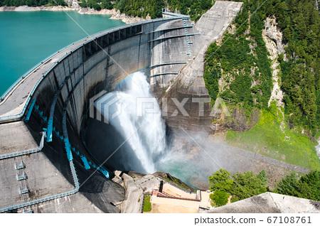 구로베 댐의 방류 67108761