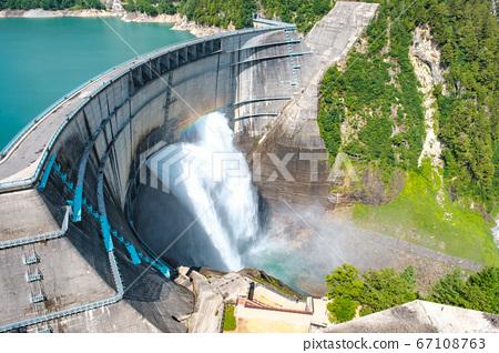 구로베 댐의 방류 67108763