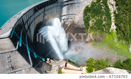 구로베 댐의 방류 67108765