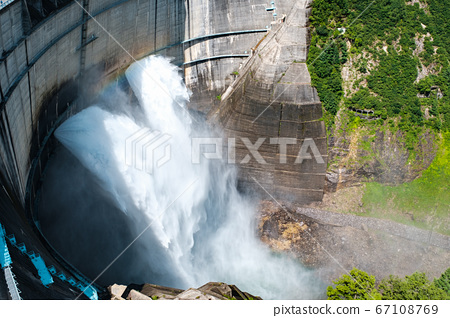 구로베 댐의 방류 67108769