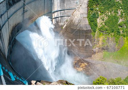 구로베 댐의 방류 67108771