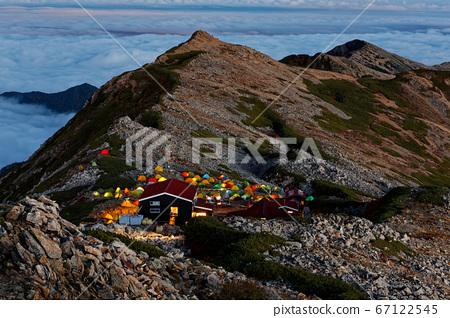 大天井岳에서 저녁 놀의 능선과 텐트 공간의 불빛 67122545