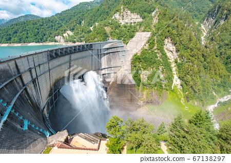 초여름의 구로베 댐 67138297