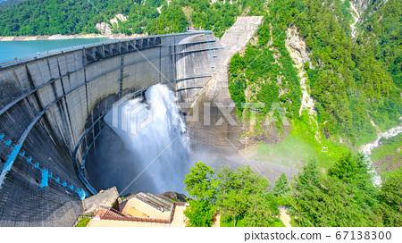 초여름의 구로베 댐 67138300