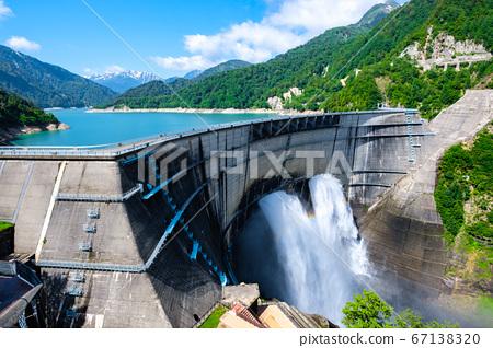 초여름의 구로베 댐 67138320