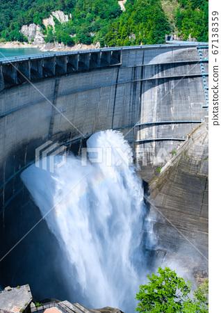 구로베 댐의 방류 67138359