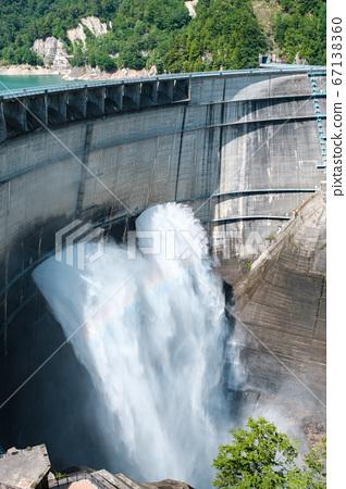 구로베 댐의 방류 67138360