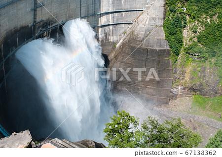 구로베 댐의 방류 67138362
