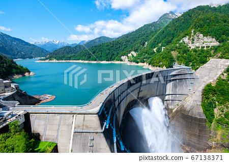 초여름의 구로베 댐 67138371