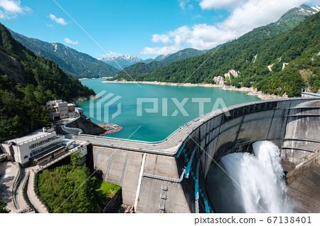 초여름의 구로베 댐 67138401