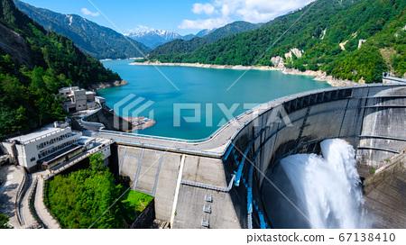 초여름의 구로베 댐 67138410