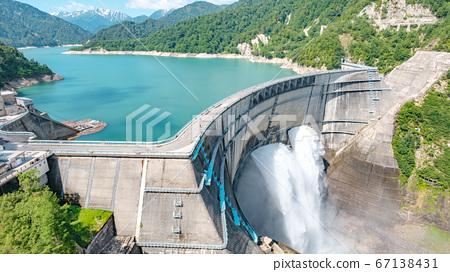 초여름의 구로베 댐 67138431
