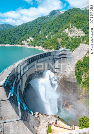초여름의 구로베 댐 67167968