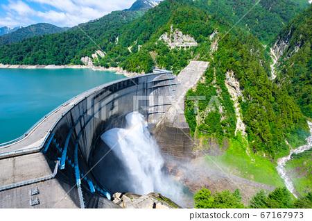 초여름의 구로베 댐 67167973