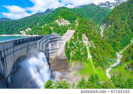 초여름의 구로베 댐 67168102