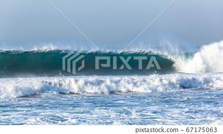 Ocean Wave Feathering Wall Crashing 67175063