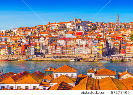 Panoramic view of the old city center of Porto (Oporto), Portugal 67178400