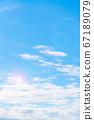 蓝天和白色云彩 67189079