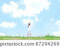 젊은 여성, 푸른 하늘 67204269