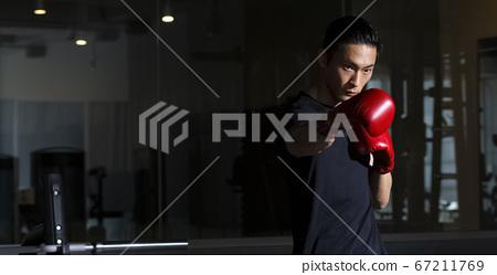 拳擊的男人 67211769