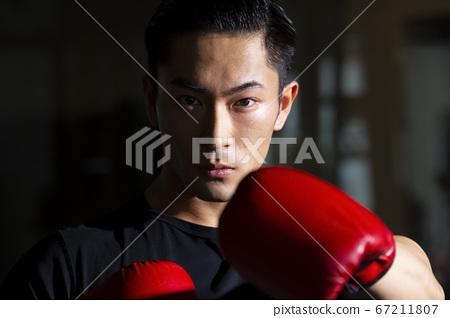 拳擊的男人 67211807