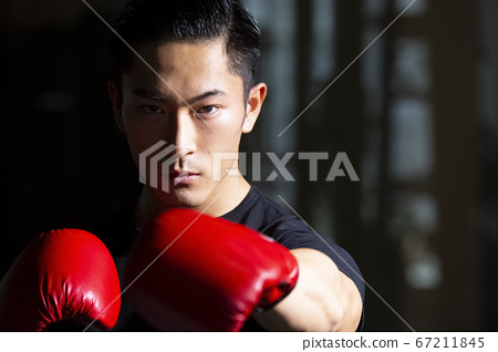 拳擊的男人 67211845