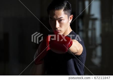 拳擊的男人 67211847