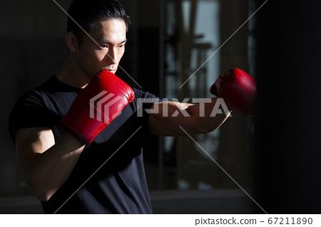 拳擊的男人 67211890