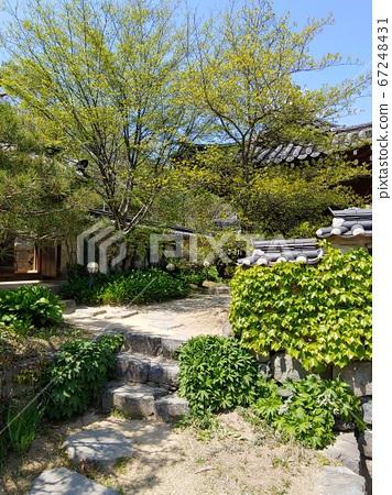 Korean meaning, Korean landscape, Hanok, Korean image, Hanok landscape, Hanok image, tile house, stone wall, jar, Jangdok, traditional architecture 67248431