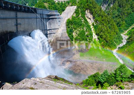 초여름의 구로베 댐 67265905