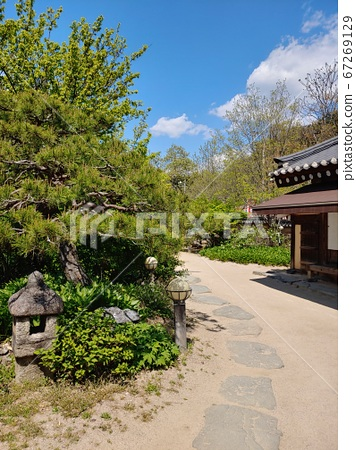 Korean meaning, Korean landscape, Hanok, Korean image, Hanok landscape, Hanok image, tile house, stone wall, jar, Jangdok, traditional architecture 67269129