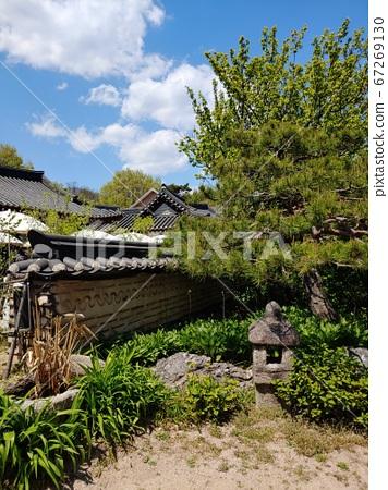 Korean meaning, Korean landscape, Hanok, Korean image, Hanok landscape, Hanok image, tile house, stone wall, jar, Jangdok, traditional architecture 67269130