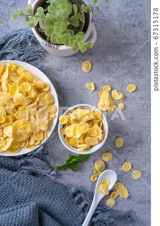 玉米片 甜點 早餐 湯匙 頂視圖 corn flakes with milk コーンフレーク 牛乳 67315178
