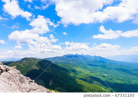 초여름의 蓼科山 등산 : 여자 乃神 찻집 (蓼科山 등산로 입구) 코스에서 바라 타케 67331105