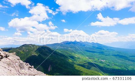 초여름의 蓼科山 등산 : 여자 乃神 찻집 (蓼科山 등산로 입구) 코스에서 바라 타케 67331106