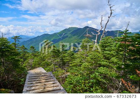 야마나시 (나가노)의 전 국사 다케 부근의 목도 계단에서 서쪽 金峰山, 아사히 다케, 철산 방면보기 67332673