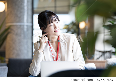女性商業場景 67351473