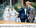 Arabian sheikh talking about business 67369412
