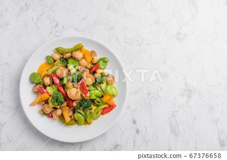 蠔油炒扇貝和蔬菜 67376658
