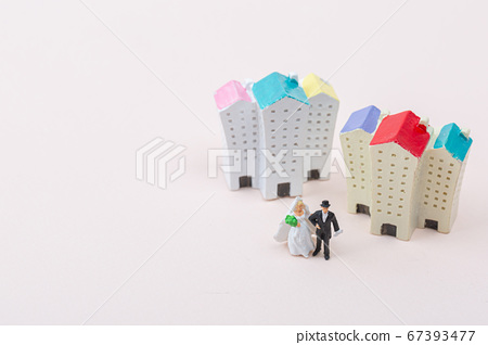 Miniature world concept- Miniature figurine of traveler, businessman, couple, family 153 67393477