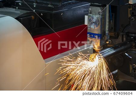 The fiber laser cutting machine . 67409604