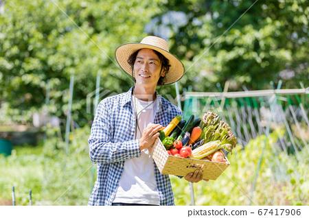 有蔬菜的男人 67417906