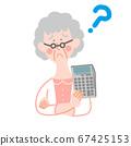 계산기와 나이 많은 여자 67425153