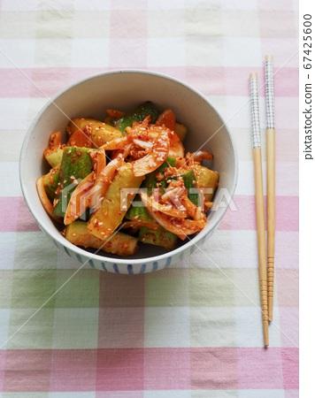 한국의 음식 오이 야채무침, 오이 챠소샐러드  67425600