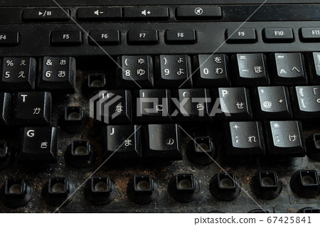 Cleaning a worn-out keyboard 67425841