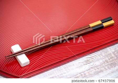 日本形象的彩繪的筷子和Obon 67437906