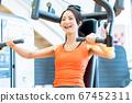 여성 피트니스 체육관 운동 67452311