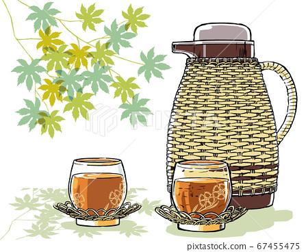 등나무 냄비와 보리차 부음 패랭이꽃 무늬의 冷茶 유리 배경에 青楓 붓 그리기 매트 그린 67455475