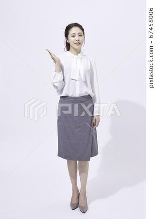 年輕女子商業肖像 67458006