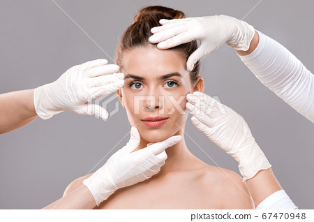 Attractive young woman getting treatment at beauty clinic 67470948